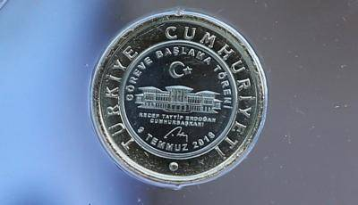A special one lira coin minted for the presidential inauguration of Recep Tayyip Erdogan. Photo: Getty Images.