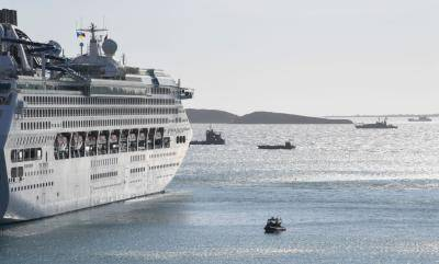 Security forces, including ships from the US Navy, Royal Australian Navy and Royal New Zealand Navy, patrol around P&O Cruises ship Pacific Explorer, which hosted part of the APEC summit in Port Moresby. Photo: Getty Images.