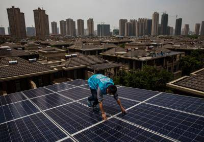 Installing solar panels in Wuhan, China. Photo: Getty Images.
